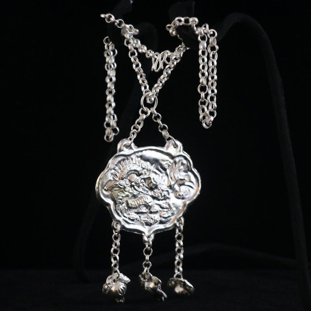 高色银属相牌带链