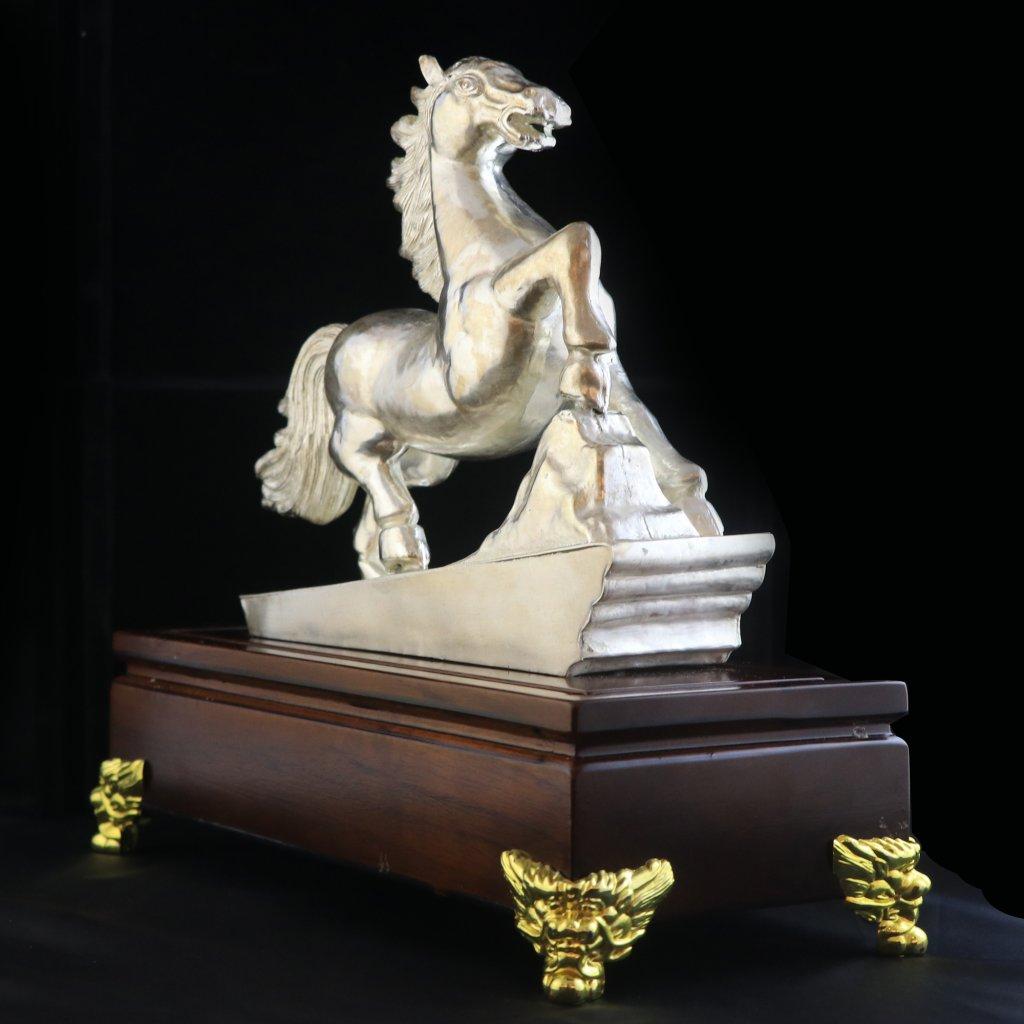 高色银银马